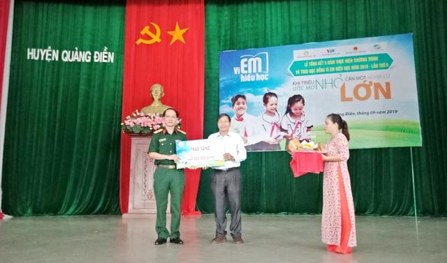 440 suất học bổng chương trình Vì em hiếu học cho học sinh Thừa Thiên Huế - 1