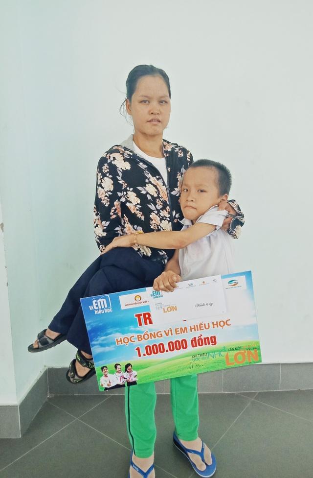 440 suất học bổng chương trình Vì em hiếu học cho học sinh Thừa Thiên Huế - 2