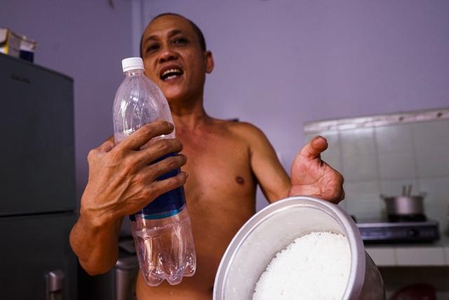 TPHCM: Nước máy quá bẩn chỉ dùng để... tưới cây, người dân lo thắt ruột! - 4