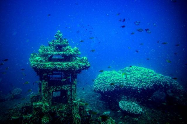 Bí ẩn ngôi đền hơn 1000 năm tuổi chìm sâu dưới nước - 2