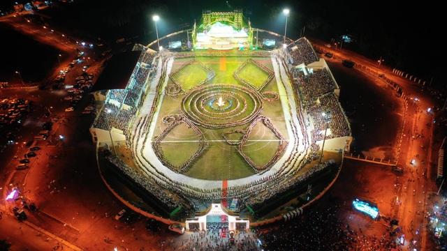 Ngỡ ngàng trước màn đại xoè 5000 người tham gia trong Lễ hội Mường Lò - 9