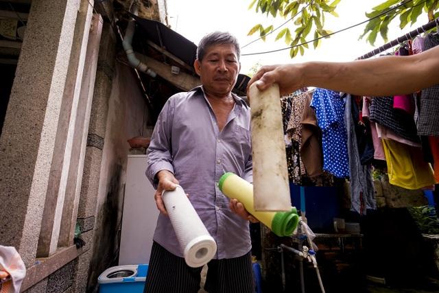 TPHCM: Nước máy quá bẩn chỉ dùng để... tưới cây, người dân lo thắt ruột! - 7