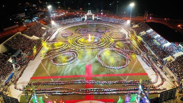 Ngỡ ngàng trước màn đại xoè 5000 người tham gia trong Lễ hội Mường Lò - 10