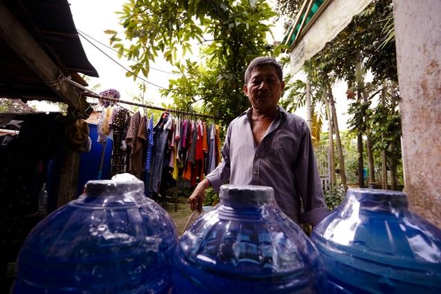 TPHCM: Nước máy quá bẩn chỉ dùng để... tưới cây, người dân lo thắt ruột! - 8