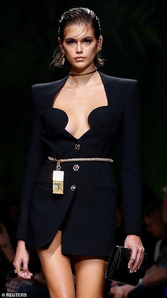 Irina Shayk quyến rũ với váy ngắn - 13