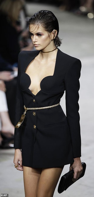 Irina Shayk quyến rũ với váy ngắn - 12