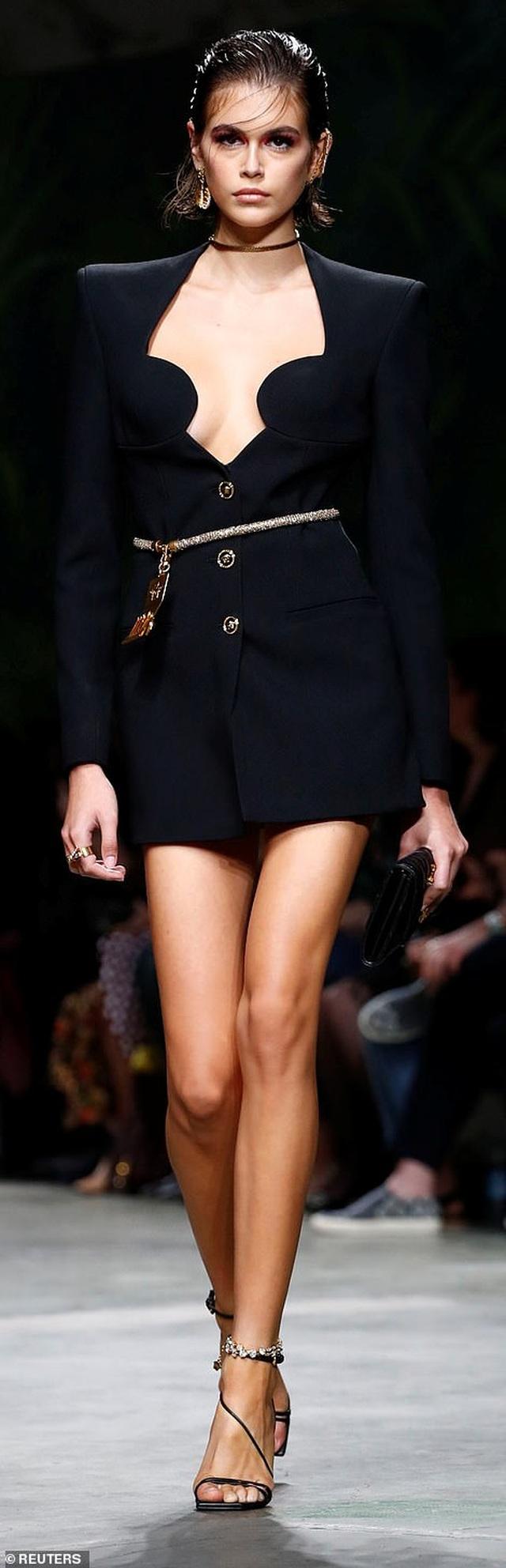 Irina Shayk quyến rũ với váy ngắn - 10
