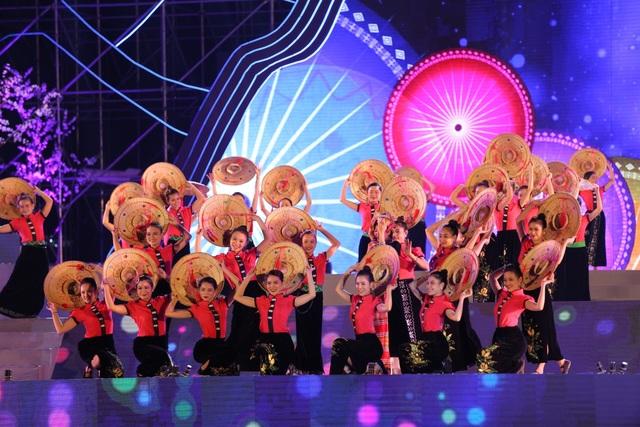 Ngỡ ngàng trước màn đại xoè 5000 người tham gia trong Lễ hội Mường Lò - 3
