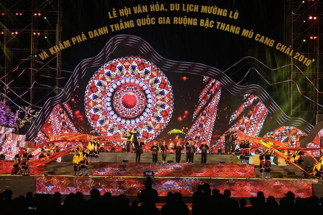Ngỡ ngàng trước màn đại xoè 5000 người tham gia trong Lễ hội Mường Lò - 2