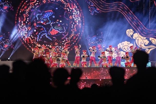 Ngỡ ngàng trước màn đại xoè 5000 người tham gia trong Lễ hội Mường Lò - 4