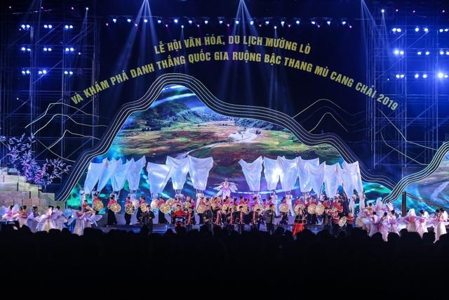 Ngỡ ngàng trước màn đại xoè 5000 người tham gia trong Lễ hội Mường Lò - 5