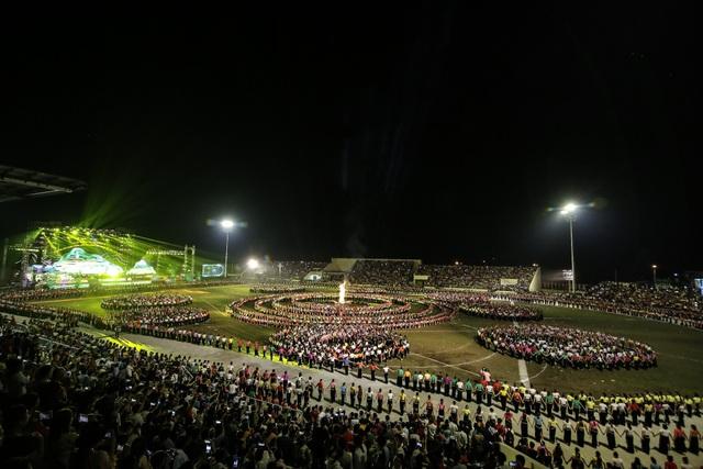 Ngỡ ngàng trước màn đại xoè 5000 người tham gia trong Lễ hội Mường Lò - 6
