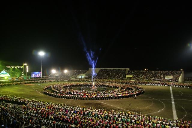 Ngỡ ngàng trước màn đại xoè 5000 người tham gia trong Lễ hội Mường Lò - 7