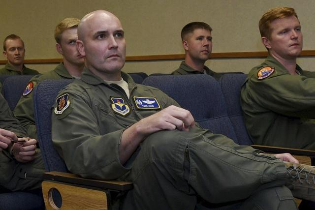 Trung Quốc xác nhận bắt phi công Mỹ - 2