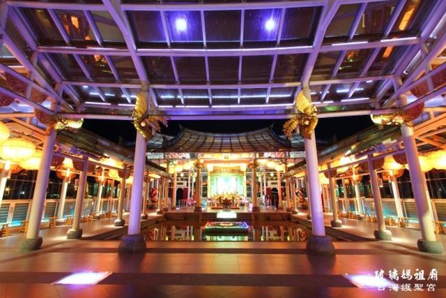 Ngôi đền làm bằng kính trong suốt, chịu được gió giật cấp 17 và động đất - 2