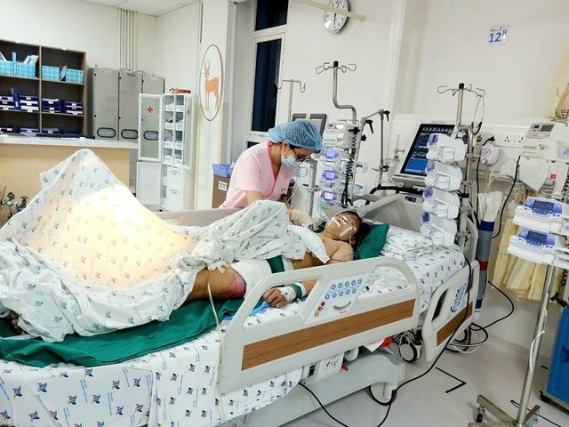Cứu nữ sinh bị xe tông vỡ toạc vùng chậu sau giờ tan trường - 4
