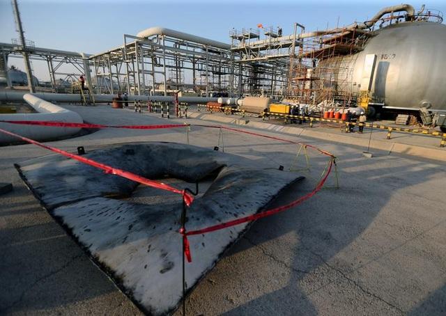 Nhà máy dầu Ả rập Xê út chi chít vết tích hỏa lực sau vụ tấn công chấn động - Ảnh minh hoạ 2