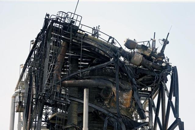 Nhà máy dầu Ả rập Xê út chi chít vết tích hỏa lực sau vụ tấn công chấn động - Ảnh minh hoạ 4