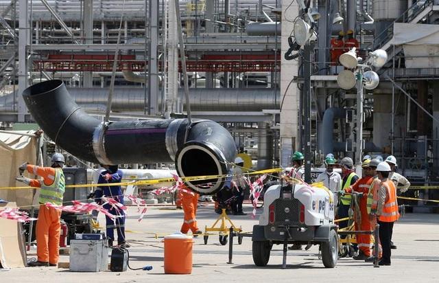 Nhà máy dầu Ả rập Xê út chi chít vết tích hỏa lực sau vụ tấn công chấn động - Ảnh minh hoạ 8
