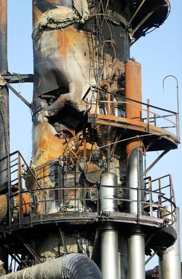Nhà máy dầu Ả rập Xê út chi chít vết tích hỏa lực sau vụ tấn công chấn động - Ảnh minh hoạ 9