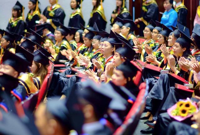 Sinh viên trường ĐH Tôn Đức Thắng tốt nghiệp có điểm TOEIC từ 700 – 800 - 1
