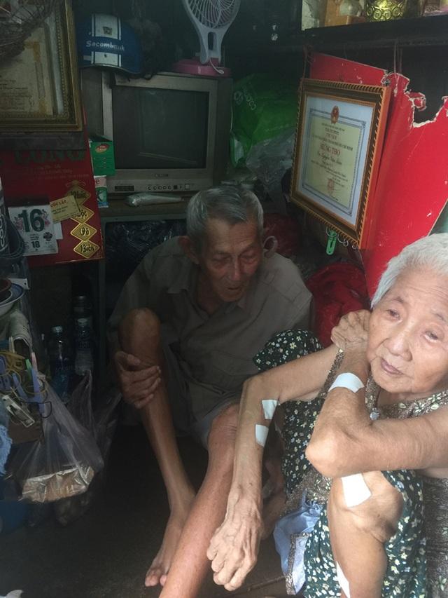 Tuổi 90, cựu nhân viên sân bay Tân Sơn Nhất sống cảnh eo hẹp trong căn nhà gần 2m2 - 2