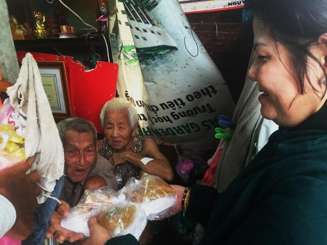 Tuổi 90, cựu nhân viên sân bay Tân Sơn Nhất sống cảnh eo hẹp trong căn nhà gần 2m2 - 4