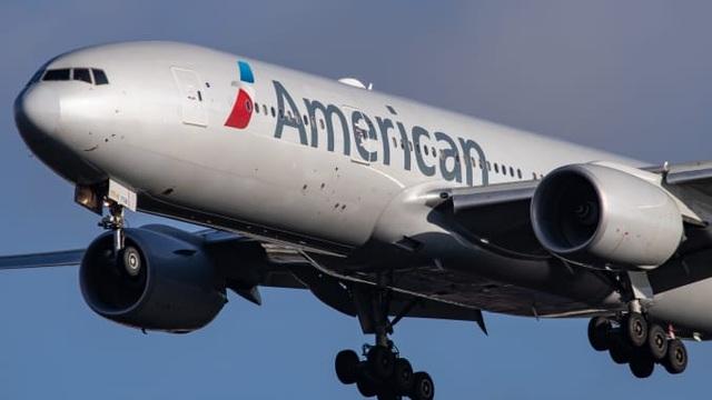 Máy bay Mỹ hạ cánh khẩn cấp vì hành khách hút cần sa gây rối