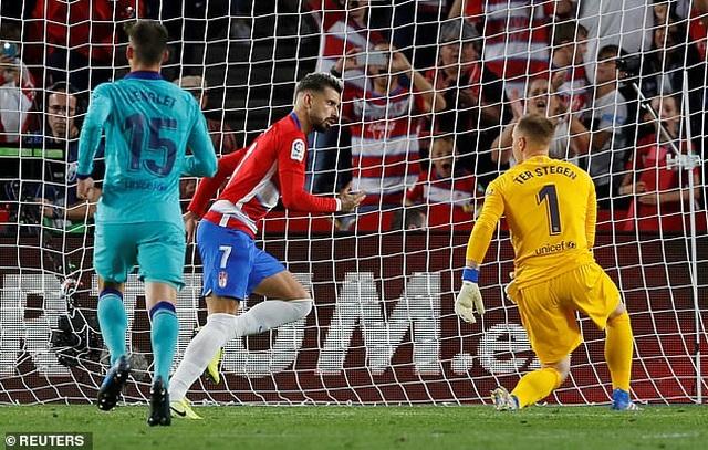 Barcelona thua sốc Granada trong ngày Messi tái xuất ở La Liga - 2