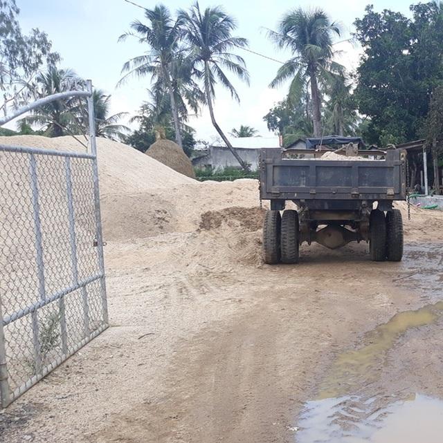 """Sông La Tinh bị """"rút ruột"""", địa phương nói kiểm tra không xuể! - 3"""