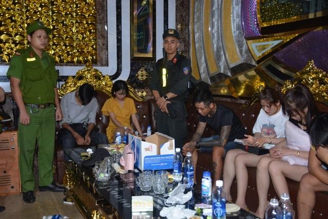 Đột kích quán karaoke, phát hiện 32 đối tượng sử dụng ma túy - 2