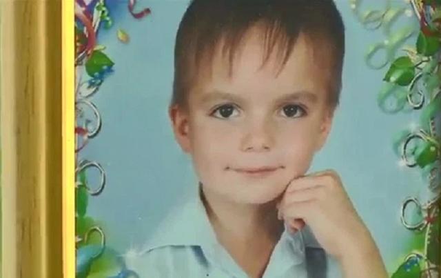 Bé 8 tuổi nhảy lầu tự tử từ tầng 9 vì bị cha mẹ đánh - 1