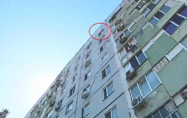 Bé 8 tuổi nhảy lầu tự tử từ tầng 9 vì bị cha mẹ đánh - 2