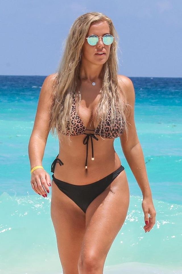 Chloe Meadows diện bikini bốc lửa - 9