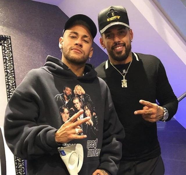Choáng với cuộc sống sang chảnh, thác loạn của Neymar - 3