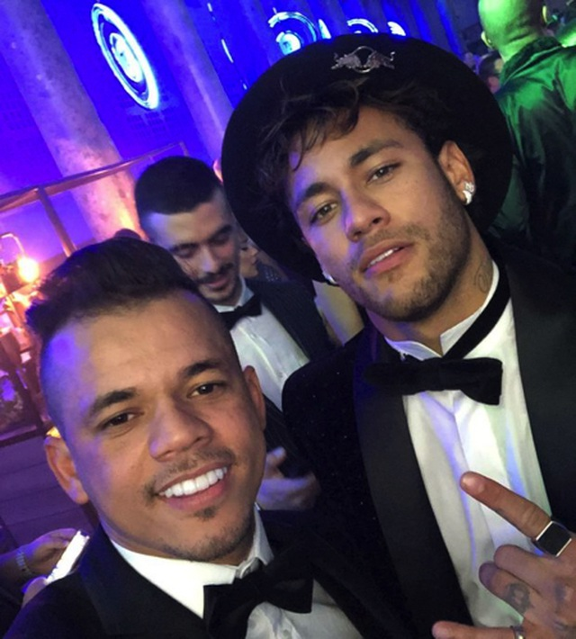 Choáng với cuộc sống sang chảnh, thác loạn của Neymar - 4