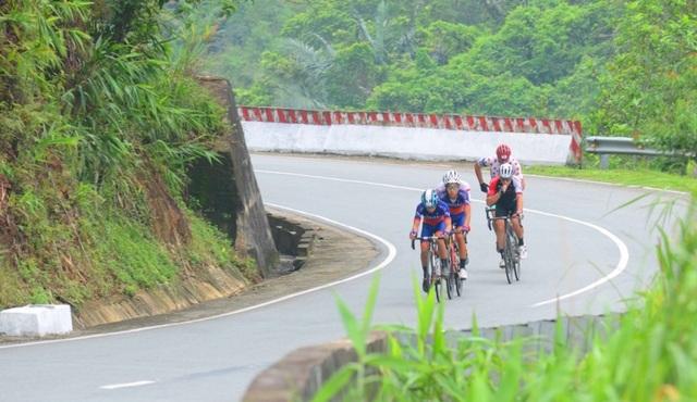 VĐV xe đạp 73 tuổi người Thái Lan gặp tai nạn ở đường đua mạo hiểm Coupe de Huế - 1