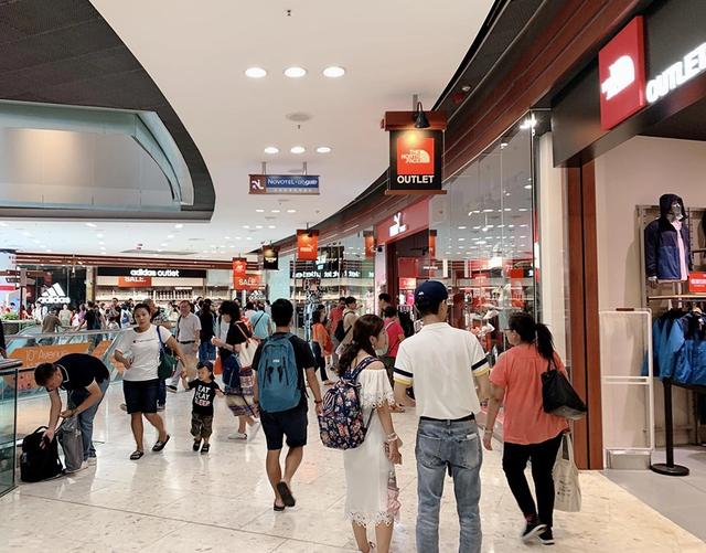 Đi du lịch nước ngoài: Người Việt vẫn nặng tâm lý quà cáp - 3