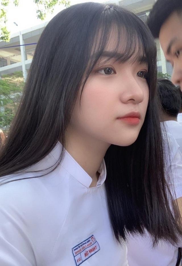 Nữ sinh Đà Nẵng sở hữu chiếc mũi cao xinh đẹp - 1