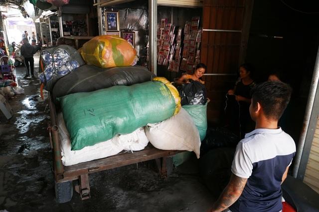 Hà Nội: Chợ Tó tan hoang sau hơn 30 phút hỏa hoạn - 14