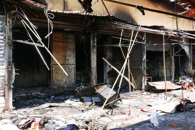 Hà Nội: Chợ Tó tan hoang sau hơn 30 phút hỏa hoạn - 6