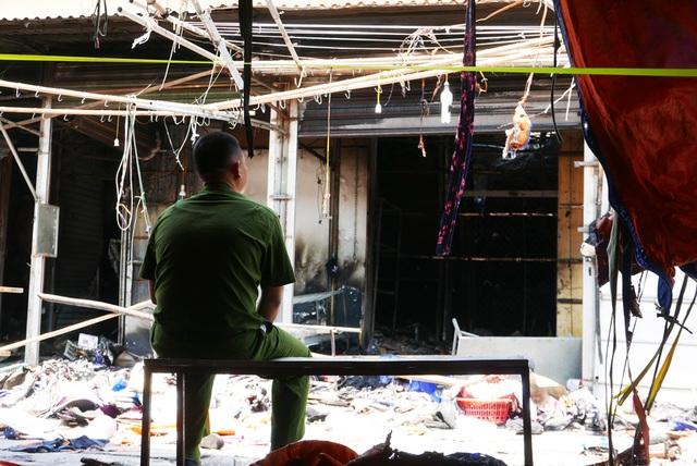 Hà Nội: Chợ Tó tan hoang sau hơn 30 phút hỏa hoạn - 11