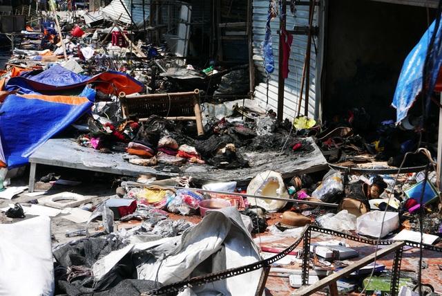 Hà Nội: Chợ Tó tan hoang sau hơn 30 phút hỏa hoạn - 4