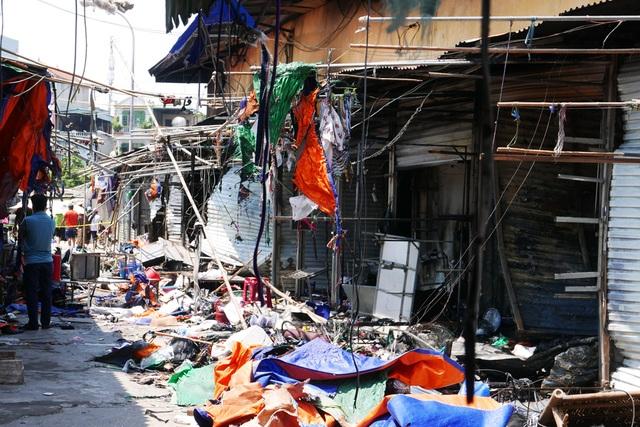 Hà Nội: Chợ Tó tan hoang sau hơn 30 phút hỏa hoạn - 3