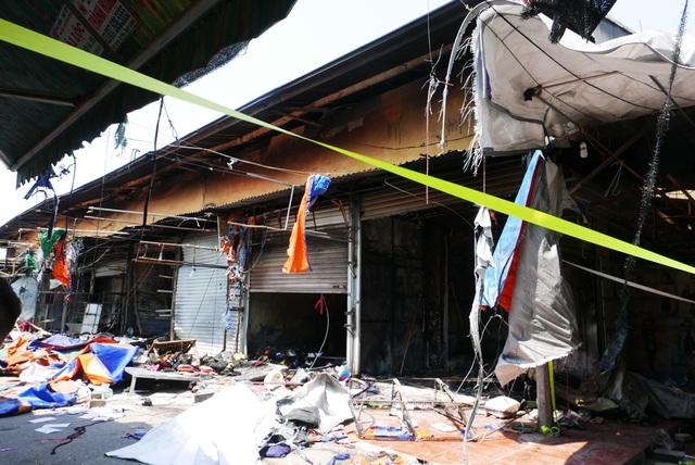 Hà Nội: Chợ Tó tan hoang sau hơn 30 phút hỏa hoạn - 8