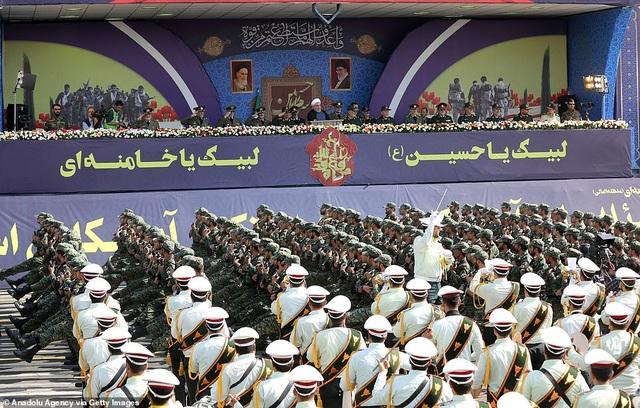 """Iran """"thị uy"""" bằng dàn khí tài """"khủng"""" giữa lúc Trung Đông căng thẳng - 4"""