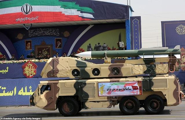 """Iran """"thị uy"""" bằng dàn khí tài """"khủng"""" giữa lúc Trung Đông căng thẳng - 3"""