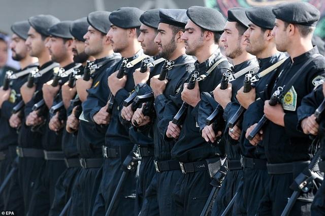 """Iran """"thị uy"""" bằng dàn khí tài """"khủng"""" giữa lúc Trung Đông căng thẳng - 1"""