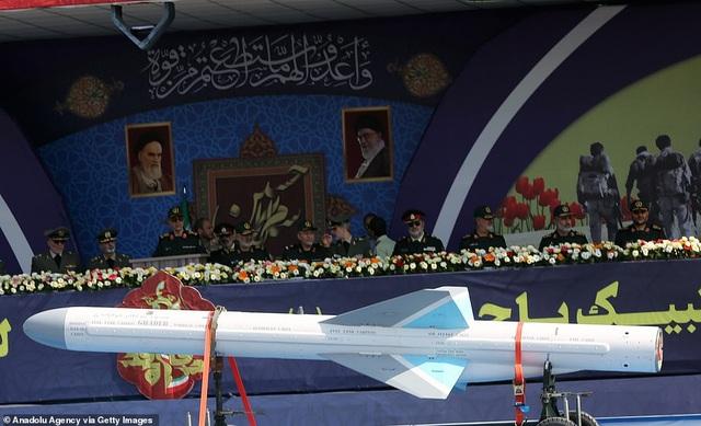 """Iran """"thị uy"""" bằng dàn khí tài """"khủng"""" giữa lúc Trung Đông căng thẳng - 7"""