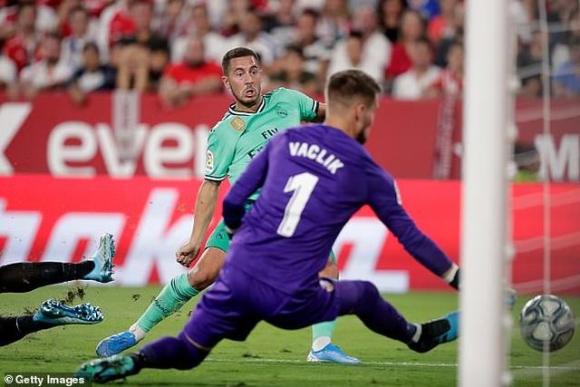 Benzema lập công, Real Madrid nhọc nhằn đánh bại Sevilla - 3